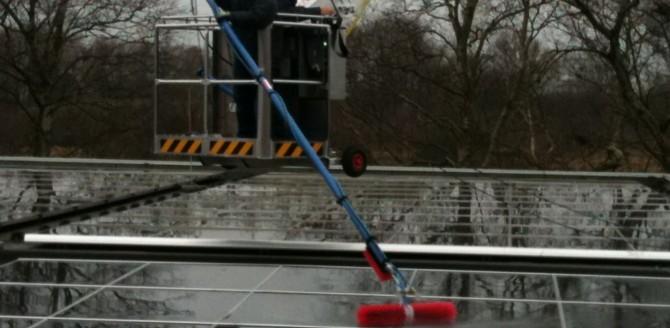12.01.2012: Reinigung von Photovoltaik-Anlagen