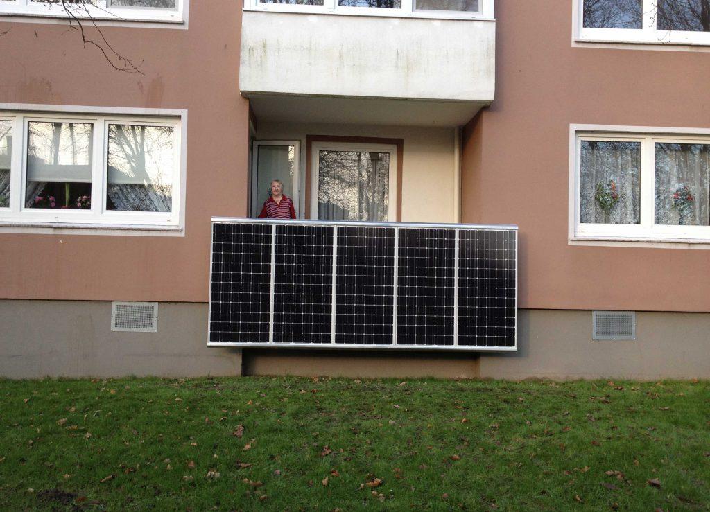 Eine 80jährige attackiert die vier großen Energieversorger: Hanna Bierbrauer.